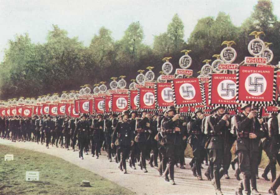 nazis_banderas